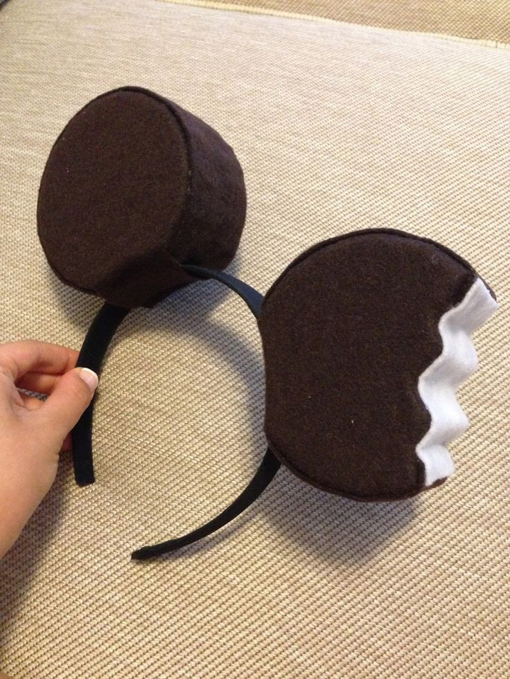 Want Mickey ears like the ones I had for my ice cream bar costume?   I'll show you how to make them!         You'll need:   - 2 craft foam ...