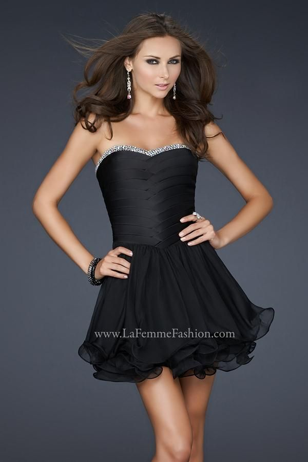 Pequeños vestidos negros cortos 18