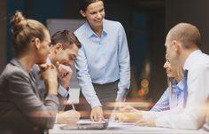 Gute Personalführung zeichnet sich heute vor allem durch flache Hierarchien aus. Unstrukturiert geht es deswegen allerdings nicht zu. Wie moderne Manager führen...  http://karrierebibel.de/personalfuehrung/