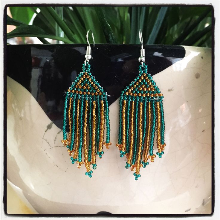 Reflejo de gemas preciosas! 💛💚 #aretes $$$ #artehuichol