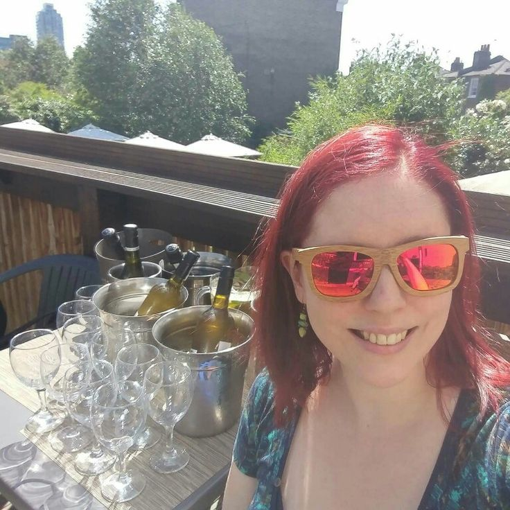 Beautiful day deserves beautiful girls in beautiful sunglasses 😎💚🌱