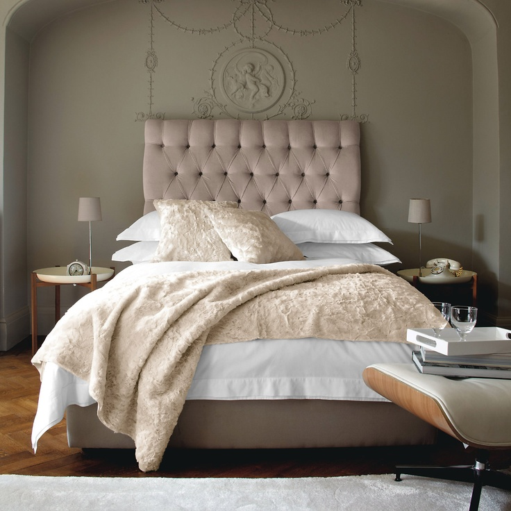 Love The Headboard And Bedding Colors