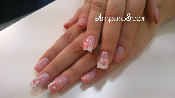 Uñas acrílicas con vibrant pink, clear, White hd, cover pink hd de EzFlow  con decoración 3D.