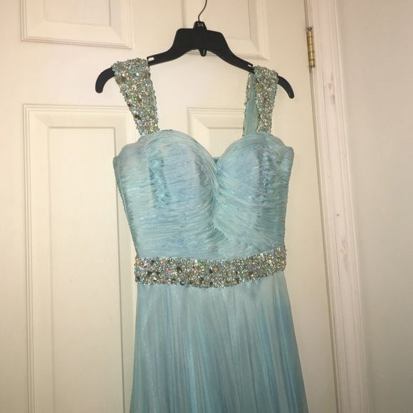 Sherri Hill A line dress size 4 Some discoloration that is not noticeable when put on. Willing to negotiate, need gone ASAP!! (Before April 15th) Sherri Hill Dresses Prom