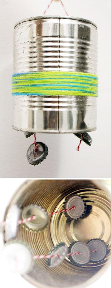 Aquí un nuevo Instrumento de una lata y tapas de botellas. Hace bastante ruido.  Here a new instrument from a can and bottle caps. It is q...
