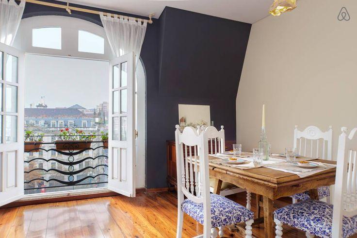 Veja este anúncio incrível na Airbnb: Penthouse no CENTRO DO PORTO - Apartamentos para Alugar