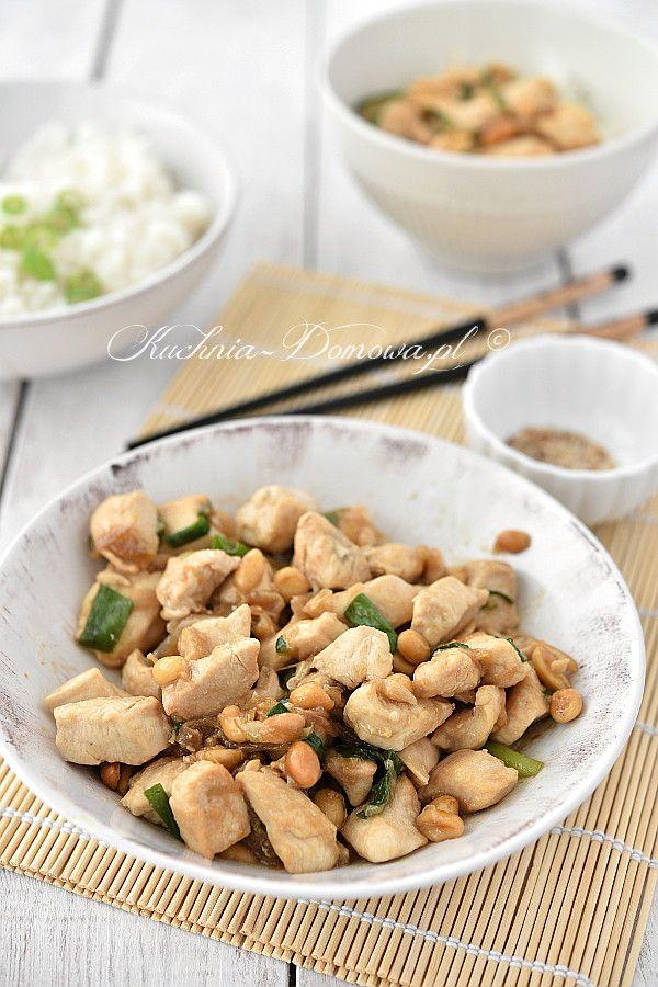 Kurczak po chińsku z orzeszkami ziemnymi