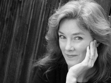 Valerie Mahaffey (IMDb)