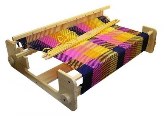 Telar de Peine Rígido para tejer artículos hasta 71 cms de ancho. Apropiado para tejer artículos, como bufandas, tapetes, toallas, cojines, pequeñas alfombras,etc.
