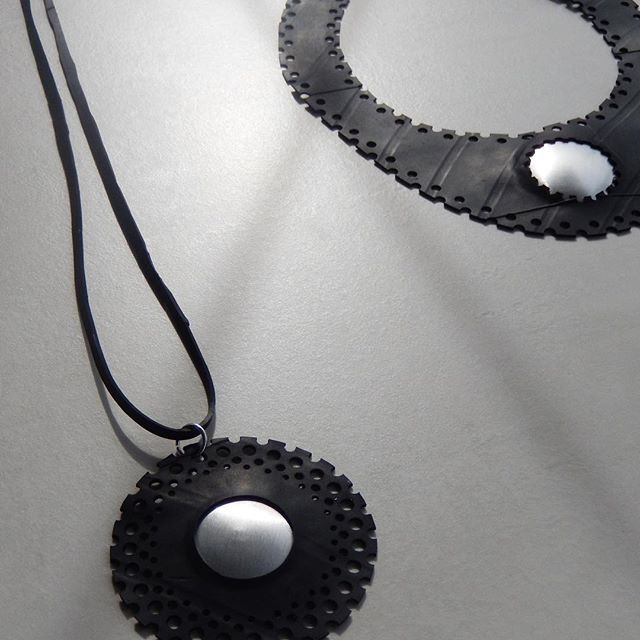 Strong Contrasts. Be bold. Be unique. Be the Original you are.  Our Jewellery is made from upcycled inner tubes and cans to prevent the pollution of our Oceans, Lands and Rivers. Be strong and say no to fast fashion. Choose to be enviromentally smart when you look incredible and unique.  #monochrome #sustainable #ecofashion #necklace #savetheocean #sculpturebythesea #art #jewellery #handmade #responsiblefashion #bnw #upcycle #ckoasa