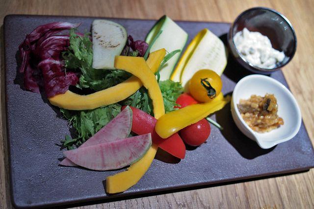 エヌ1221 - 10種類の野菜ディップ 金山時味噌 ミントと豆腐のマヨネーズ風