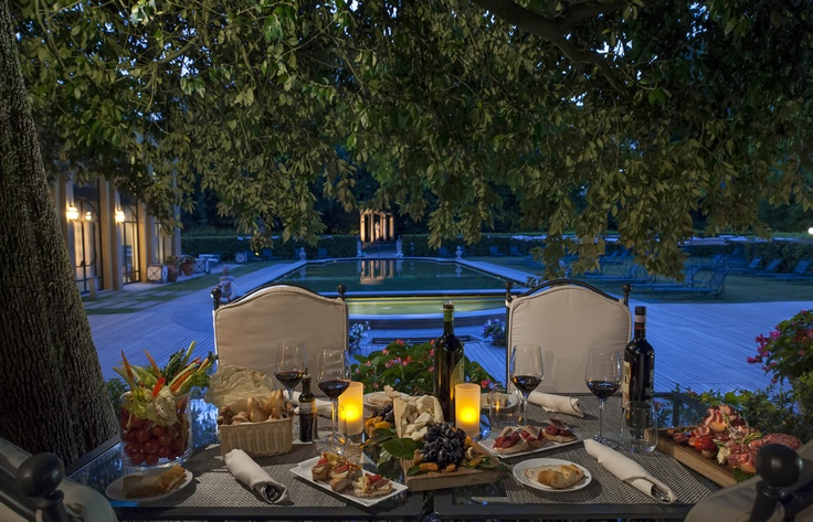 Enjoy our #Trattoria Al Fresco by the #pool, immersed in the Gherardesca garden. Trattoria style menu at lunch, #pizza & #barbecue for dinner in the middle of #Florence city center.