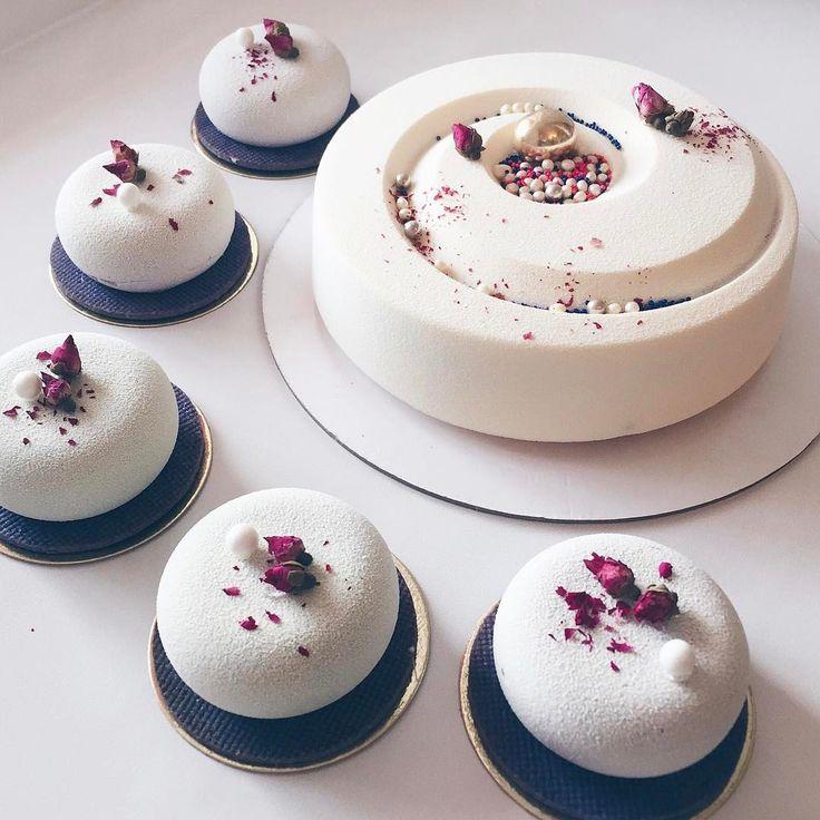 9,438 mentions J'aime, 43 commentaires – Эксклюзивные Десерты (@konfect) sur Instagram : « Ничего не охотно писать)просто красивый торт и красивые пирожные) »