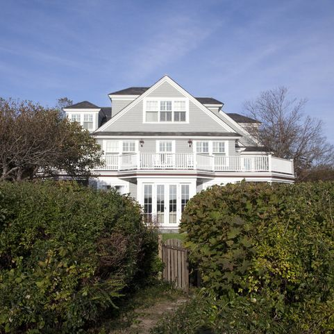 The Siding Color Is Driftwood Gray By Cabot Stains Exterior Home Colors Pinterest Stains
