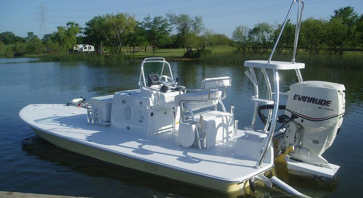 Newwater Ibis custom boat. Extreme shallow water boat for the flats.