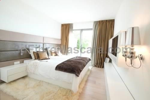 Rhine-View Terrace Bonn Rhine-View Terrace offers accommodation in Bonn. The apartment is 1 km from Opera Bonn. Free WiFi is available throughout the property. There is a seating area and a kitchen complete with a dishwasher, an oven and a toaster.