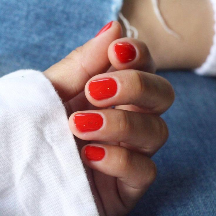 – rotes Nageldesign nach Farbe – Nägel Farben