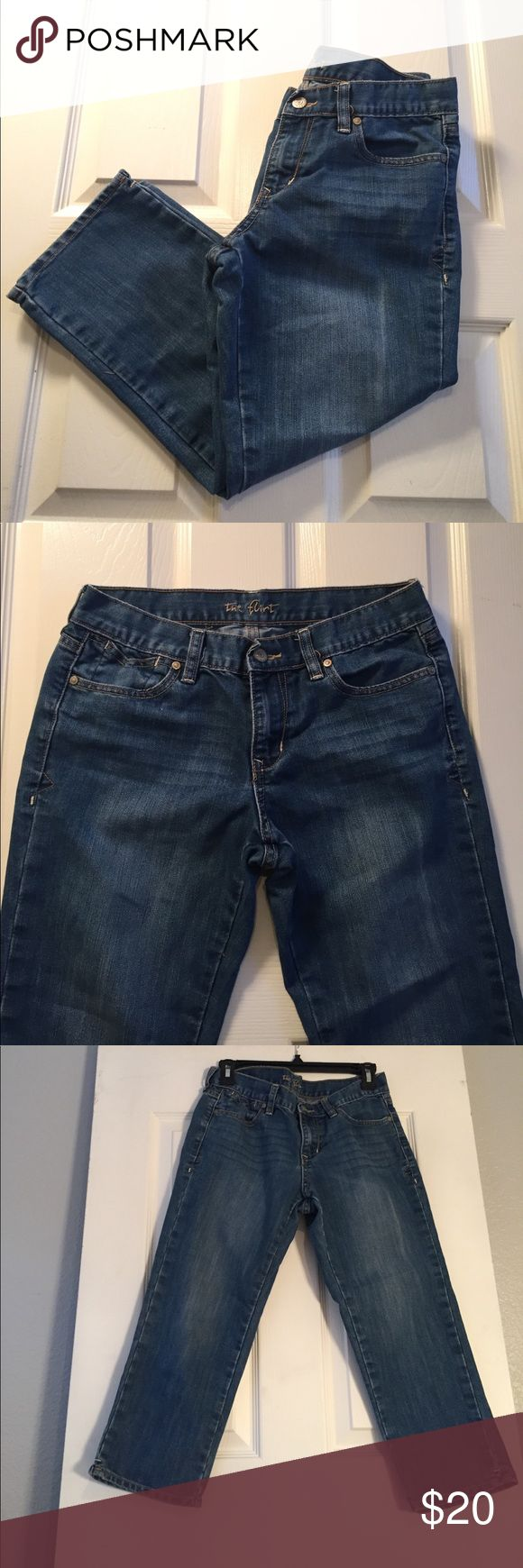"""The """"Flirt"""" Mid-Rise Jeans Women's Size 4 Mid Rise. 75% Cotton 25% Polyester. Inseam 20 1/2"""" Rise 8"""".  Preowned and in great condition. Please see all 8 photos. Old Navy Jeans Ankle & Cropped"""