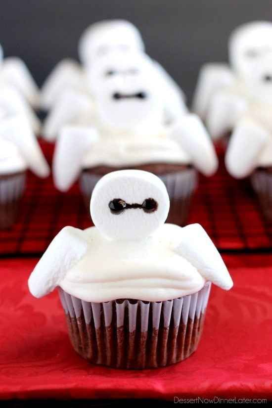 Use marshmallows to make fluffy cupcakes resembling Baymax from Big Hero 6.