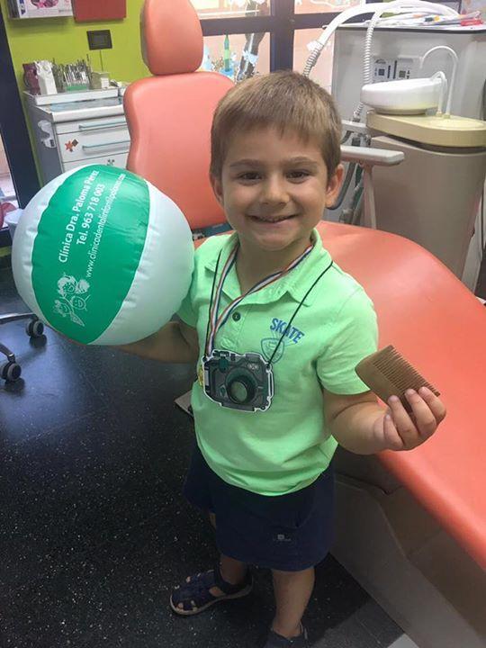 Campeón dental!!!!!! Felices por la visita  #LaClínicaDentalInfantilDoctoraPaloma #cadadíaesunregalo Pide cita con nosotros para Septiembre! A través de nuestra web http://ift.tt/1MrTCcN o llamar por teléfono a Javier en el 963 718 003.