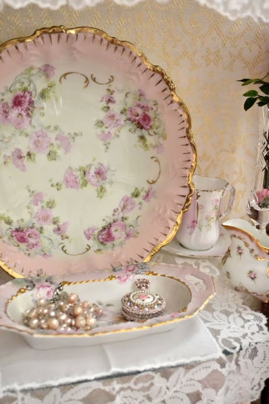 1347 best images about shabby chic victorian lace etc on pinterest antiques romantic and. Black Bedroom Furniture Sets. Home Design Ideas