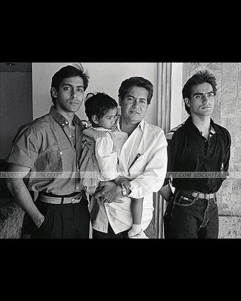 A young Salman could surely break many hearts with his looks. The handome actor is seen in this photo with his father Salim Khan and brother Arbaaz Khan.
