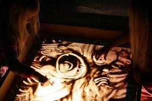 рисование песком на стекле