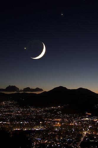 Luna Venere e Giove su Palermo by lorca56, via Flickr  Moon Venus and Jupiter on Palermo