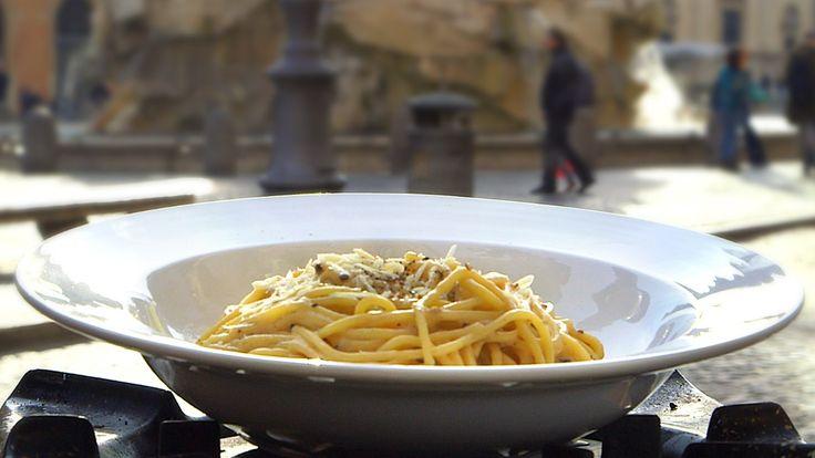 Ost og pepper er hovedingrediensene i denne klassiske italienske spagettiretten. På samme måte som med all slags krydder er det en god idé å riste pepperen.
