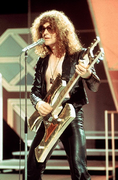 Ian Hunter of Mott the Hoople, who had a hit with All the Young Dudes in 1972. ~ like the guitar? ~