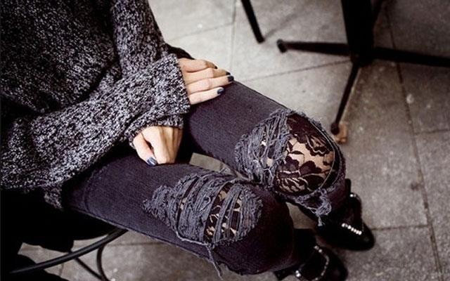 Красить протертые джинсы