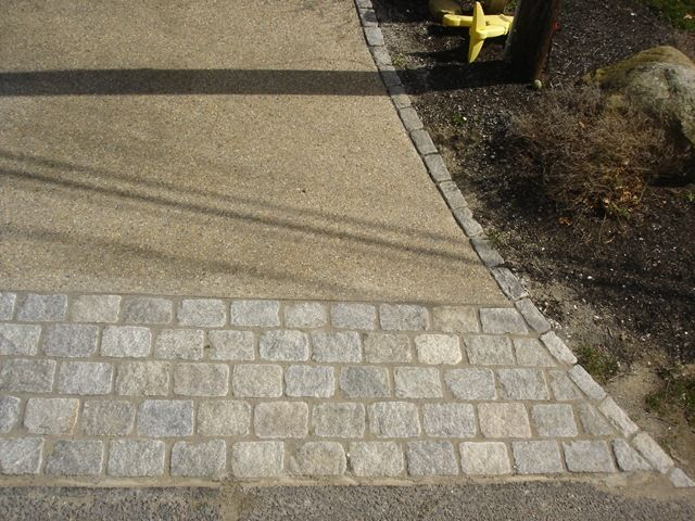 exposed aggregate driveway with cobblestone apron