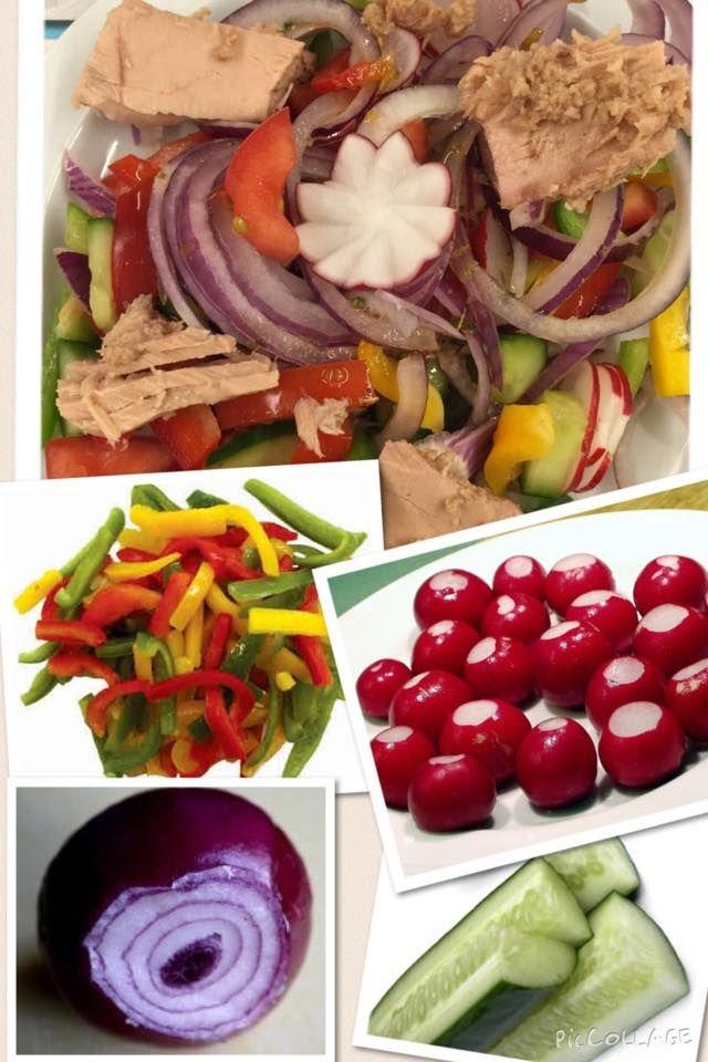 Tonijn uit blik met verse groenten sla vers van de winkel: rode ui, paprika, radijsjes, komkommer, tonijn in eigen nat, naar eigen keuze een vinaigrette. kan je simpel bewaren als er over is. #promobutlerrecept