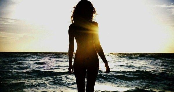 """""""Consegui ressaltar a pele e os cabelos da Isabeli e dar maior contraste entre a latitude do mar e ela"""", diz o diretor (Foto: Marcos Mello)"""