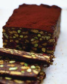 Gâteau au chocolat avec noix de pécan et meringues par Jamie Oliver   – Recipes to try
