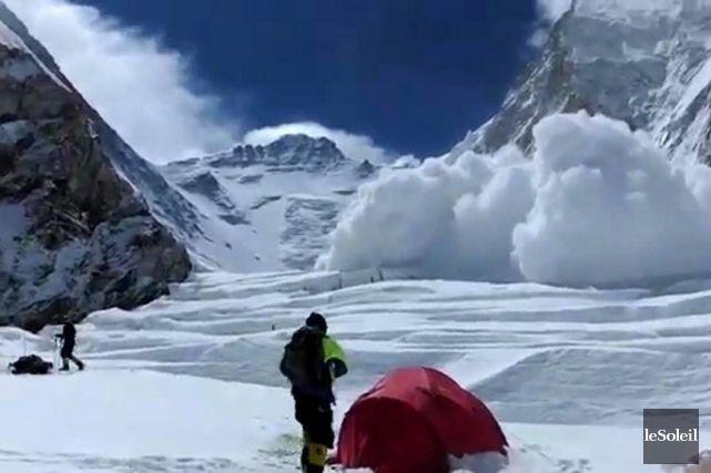Everest: les sherpas népalais renoncent à toute ascension pour la saison