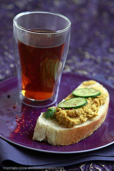 Humus z ciecierzycy i pieczonej marchewki