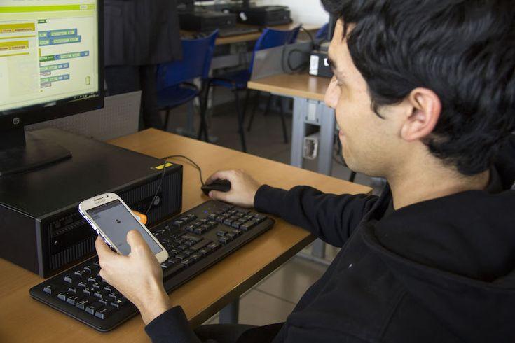 País Digital y Samsung firmaron un acuerdo de colaboración para apoyar la promoción y el fomento de la programación y pensamiento computacional.
