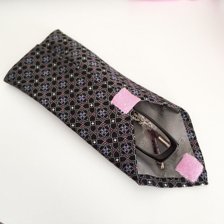 Old tie, new trick! Upcycle in a case for your glasses #simple # fast sewing