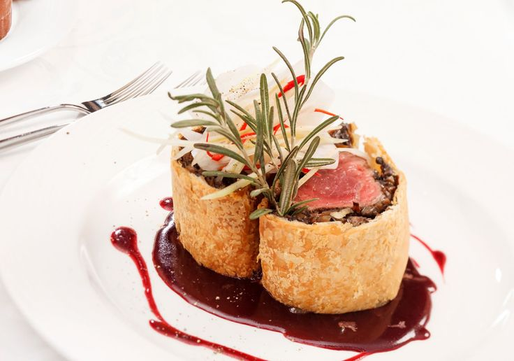 Beef Wellington & Shallot and Red Wine Sauce (Come dine with me Canada)