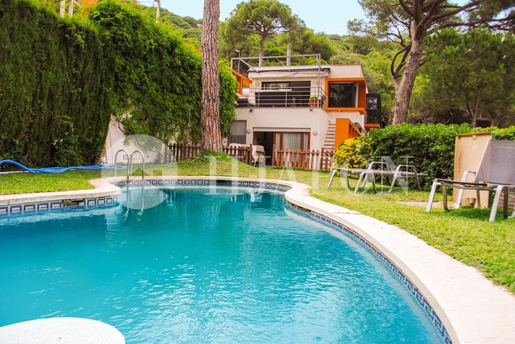 House with pool in Premia of Dalt in the Maresme Coast.