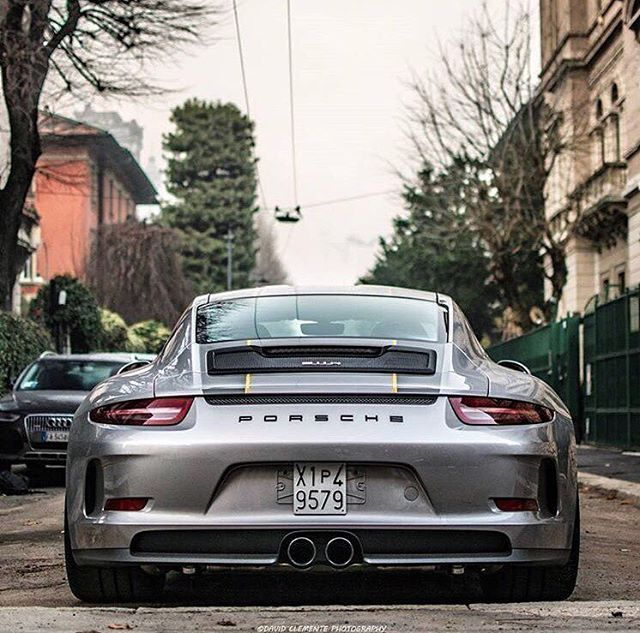 Did you know the 911R has the body of the 991 GT3 without the wing? Photo by: @david_clemente_photography