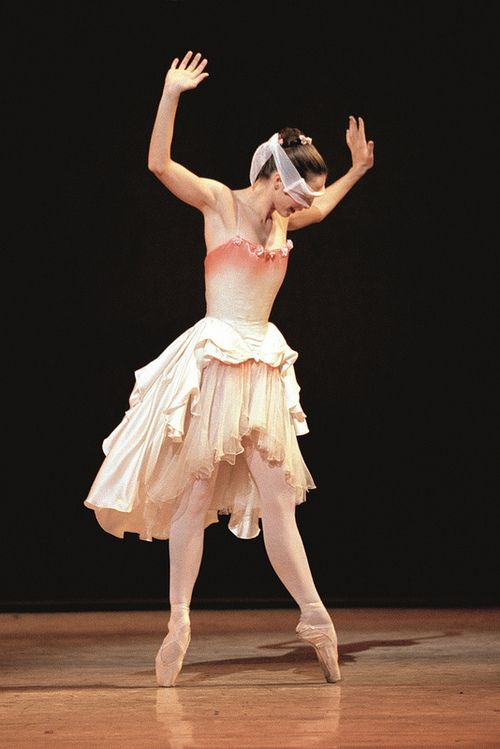 Darcey Bussell as Princess Rose in Kenneth MacMillan's The Prince of the Pagodas