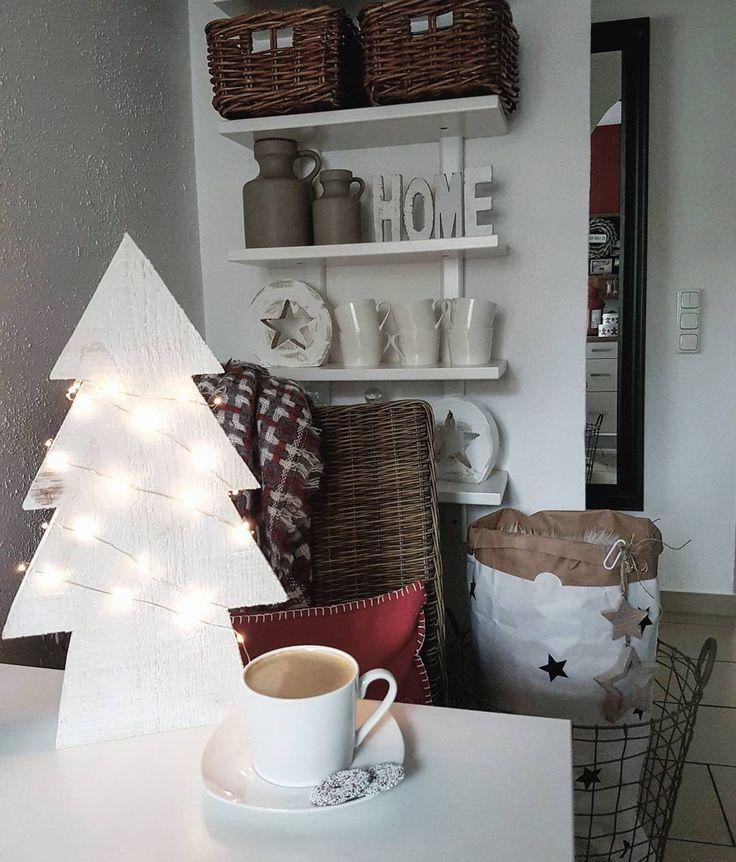 Ja jak to ja dzień zaczyna znowu od południa..ale teraz to już nie ma żartów,trzeba się ogarnąć przy tej sobocie😶 udanego dnia! Założę się,że wszyscy dawno na nogach🙄 #kuchnia#kawa#kitchendetails#kitcheninspo#wnętrze#küche#ozdobyświąteczne#paperbag#myhomestyle#interiordetails#interiorideas#homedecor#choinka#światełka#christmasdecor#interior4all