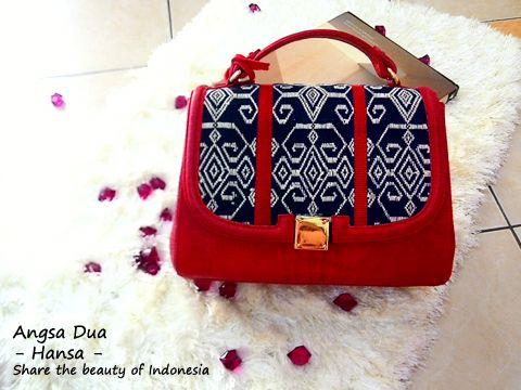 Angsa Dua - Hansa Bag.  Tenun bag, made from tenun ikat pahikung mixed cow leather
