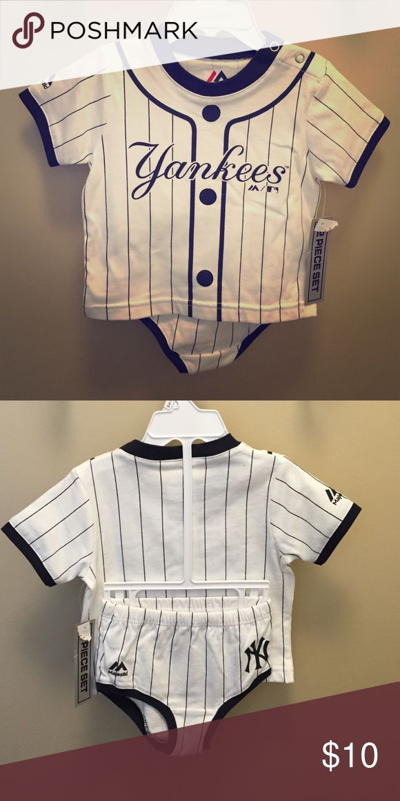 NWT Yankees outfit Adorable Yankees outfit! Shirt with matching bloomers. Majestic Matching Sets