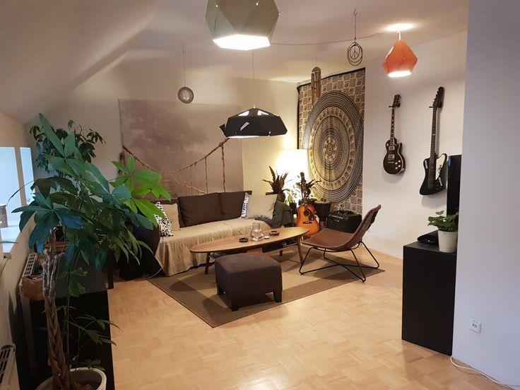 Cooles Wohnzimmer Mit Musikinstrumenten Und Mandala Als Wanddekos. # Wohnzimmer #Einrichtung #Wanddeko #