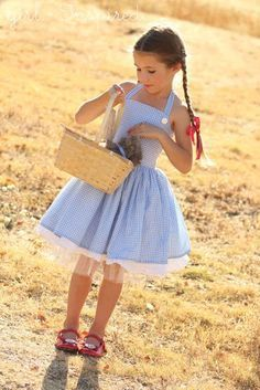 This makes the cutest Halloween costume - Dorothy Dress Sewing Tutorial!
