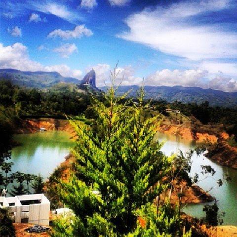 Disfrutando Colombia foto By @waltersatriani #SomosTurismo #guatape #igerscolombia #igers_medellin