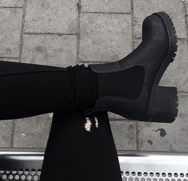 ☆  ☾ ☼  Black chunky heel ankle boots in leather